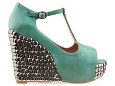Thumb tack shoe bling