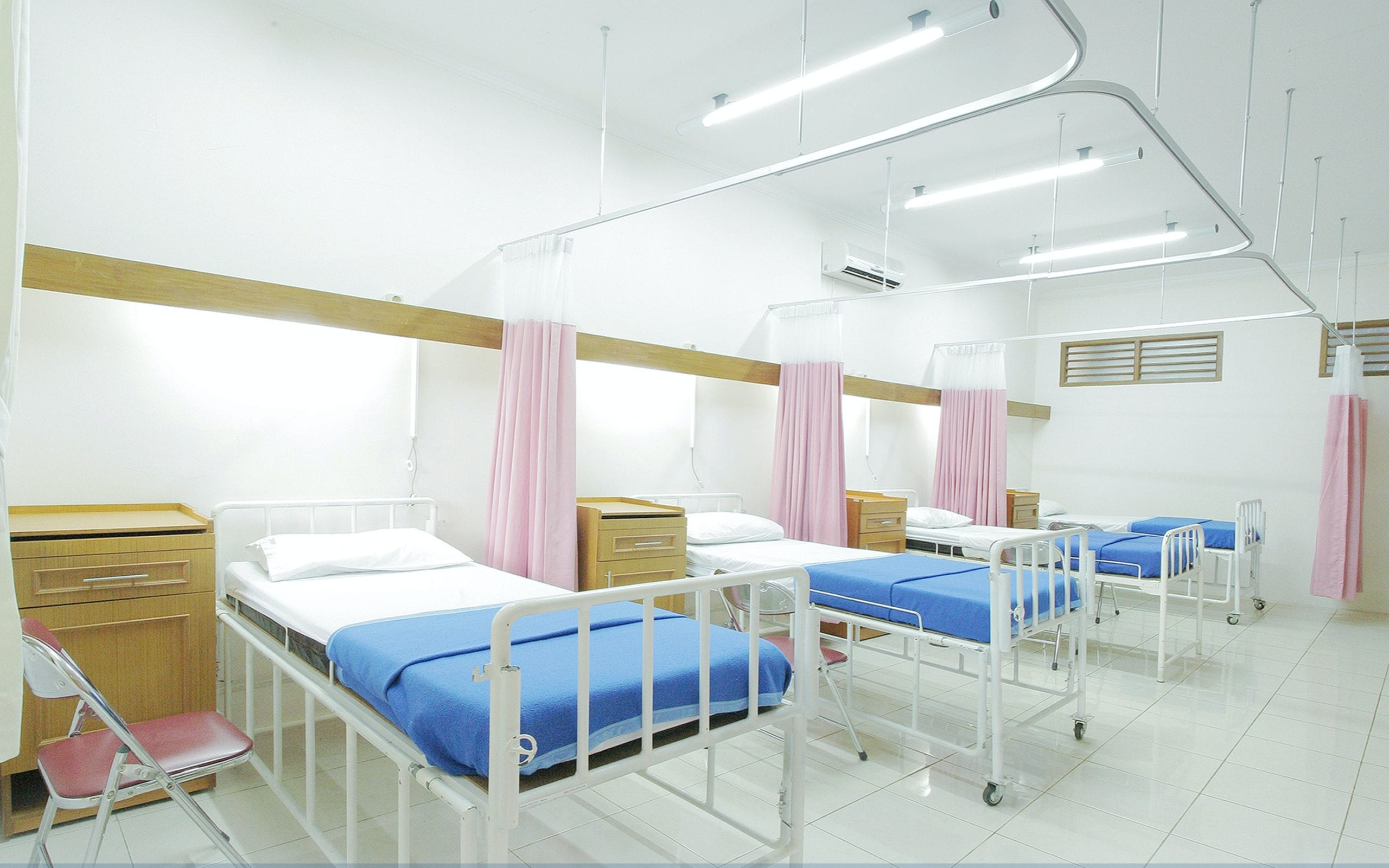 Managing Temporary Hospital Sites During COVID-19 Outbreak
